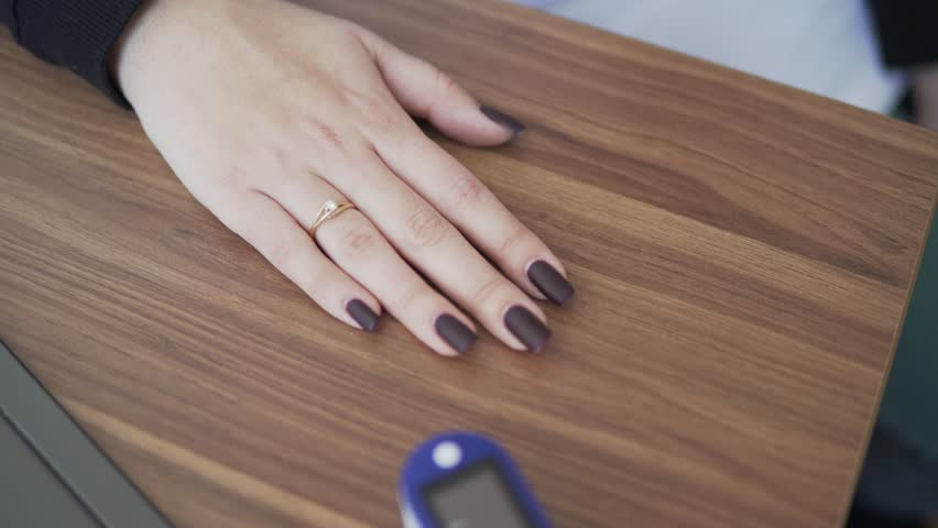 Does-nail-polish-affect-pulse-oximetry-readings